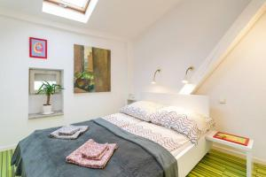 Cupcake 2 Bedroom Loft Apt in best location