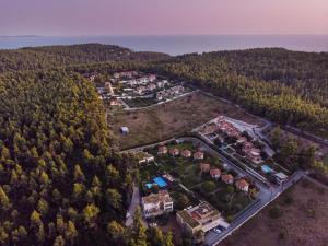 Polyastron Villas & Suites