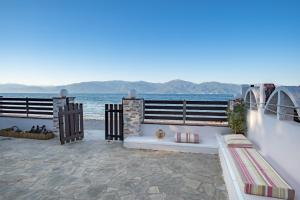 Akoli Blue - seafront Beach Cottage House Achaia Greece