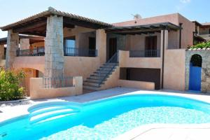 San Teodoro Villa Sleeps 14 Pool Air Con WiFi