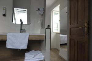 Logis Hôtel Etchemaïté - Hotel - Larrau