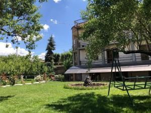Отель Chez Yvette, Гарни