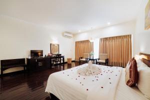 White Palace Thai Binh Hotel