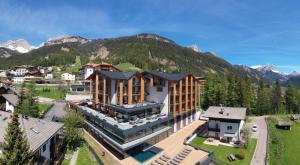 Ciampedie Luxury Alpine Spa Hotel - AbcAlberghi.com