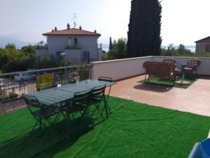CASA ROSY SIRMIONE - Appartamento con terrazza a 2 - AbcAlberghi.com