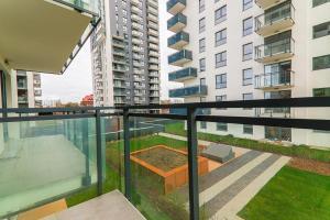 Apartament Bastion Wałowa niedaleko Motławy balkon i miejsce w hali