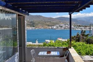 Amazing Views of Gavrion! Renovated in '20! Andros Greece