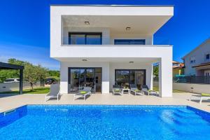 Contemporary Villa Anamari with heated pool