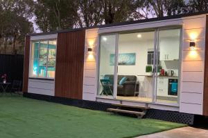 Tiny House in Belconnen 1BR Wine Netflix Wifi Carport