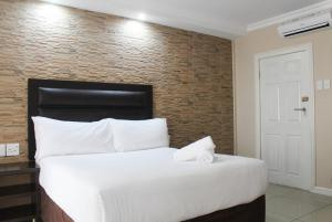 Bayside Hotel & Self Catering 110 West Street