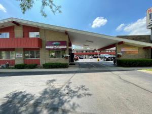 Plank Road Inn & Suites - Lyons
