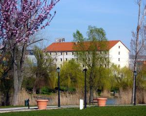 OEKOTEL Tópark Hotel - Törökbálint