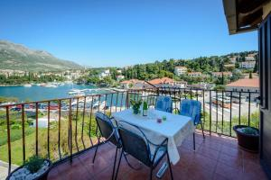 Apartment in Cavtat with sea view, balcony, air conditioning, WiFi (3686-3)