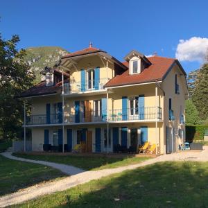 Location gîte, chambres d'hotes Le Pavillon des Fleurs dans le département Haute Savoie 74