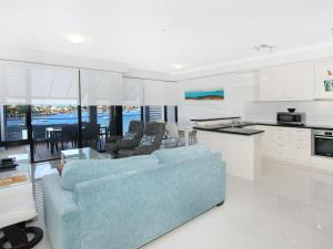 Kirribilli 13 - Two Bedroom Apartment with River View!
