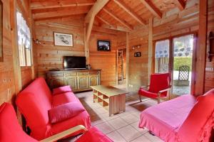 Location gîte, chambres d'hotes CHALET-MORZINE-18-Personnes-SAUNA-WIFI-PROCHE NAVETTE et BOULANGERIE-MANUPA CLEVIE dans le département Haute Savoie 74