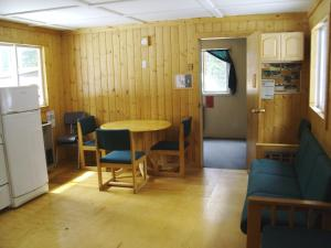 HI-Mosquito Creek Hostel - Accommodation - Lake Louise