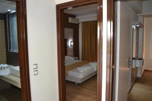 Karavos Hotel Apartments, Aparthotels  Archangelos - big - 53