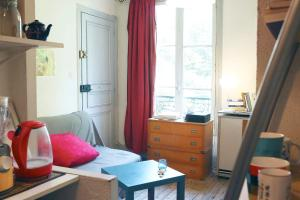 Charming bright apartment near Montmartre