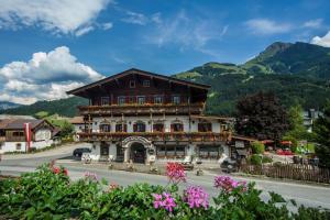 Kaiserhotel Neuwirt - Hotel - Oberndorf in Tirol
