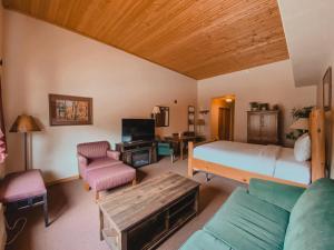 Gateway Lodge 5057