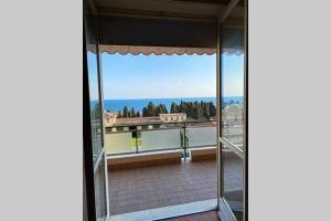 Appartamento con salone vista mare vicino spiaggia - AbcAlberghi.com
