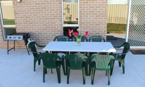 Villandry Villas-Melbourne 4Bdrms,Spacious,Clean & Comfortable, Villen  Coolaroo - big - 4