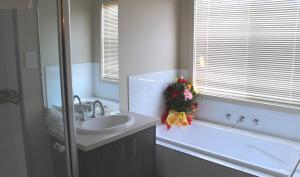 Villandry Villas-Melbourne 4Bdrms,Spacious,Clean & Comfortable, Villen  Coolaroo - big - 5