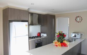 Villandry Villas-Melbourne 4Bdrms,Spacious,Clean & Comfortable, Villen  Coolaroo - big - 6