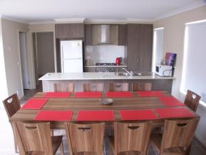 Villandry Villas-Melbourne 4Bdrms,Spacious,Clean & Comfortable, Villen  Coolaroo - big - 11