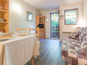 Appartement Montvalezan-La Rosi?re, 1 pi?ce, 4 personnes - FR-1-275-112