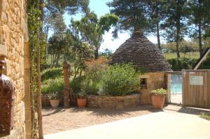 Location gîte, chambres d'hotes Hotel Le Mas de Castel dans le département Dordogne 24
