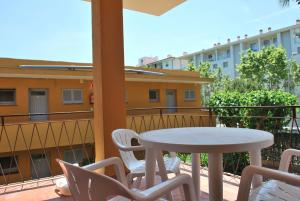 One-Bedroom Apartment with Terrace ( 2 Adults) Apartamentos Les Palmeres