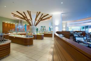 Mediterranean Beach Hotel (12 of 40)