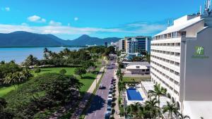 Holiday Inn Cairns Harbourside, an IHG Hotel