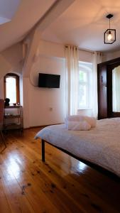 Charming Two Rooms In A 100 Year Old House