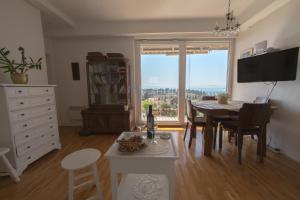 Chic Apartment, Ferienwohnungen  Split - big - 13