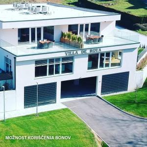 Villa de Roya