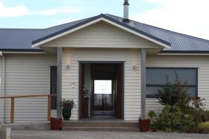 Richmond Farm Lodge - Accommodation - New Plymouth