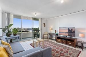 MadeComfy Comfortable Brisbane Apartment with City View