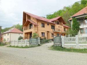 Auberges de jeunesse - Dupa apa la Razvan