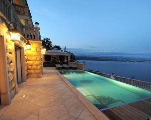 Villa Isabella - Luxury with style right next to the beach, private pool and sea view