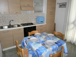 Marconi Bilocale, Апартаменты  Каорле - big - 6