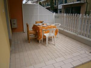 Marconi Bilocale, Апартаменты  Каорле - big - 9
