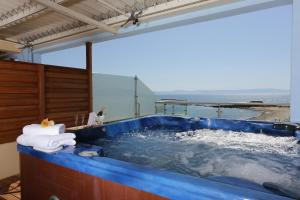 Deluxe Double Room with Hot Tub and Sea View Almira Hotel