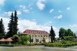 Отель Is, Загатала