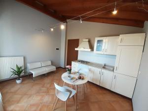 Blue Sirmione Apartment - AbcAlberghi.com