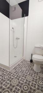 Grey Hostel Poznań pokoje 2 osobowe z prywatną łazienką i TV zameldowanie bezobsługowe