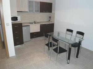 Nicol Apartment in Hermes Complex, Apartmány  Slnečné pobrežie - big - 3