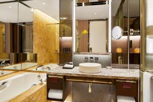 Four Seasons Hotel Hong Kong (28 of 81)